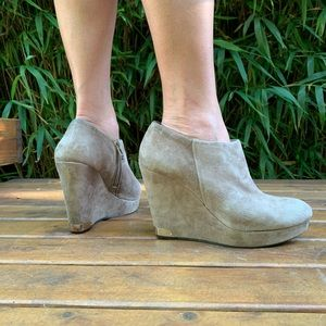 Vince Camino wedge booties suede tan size 9